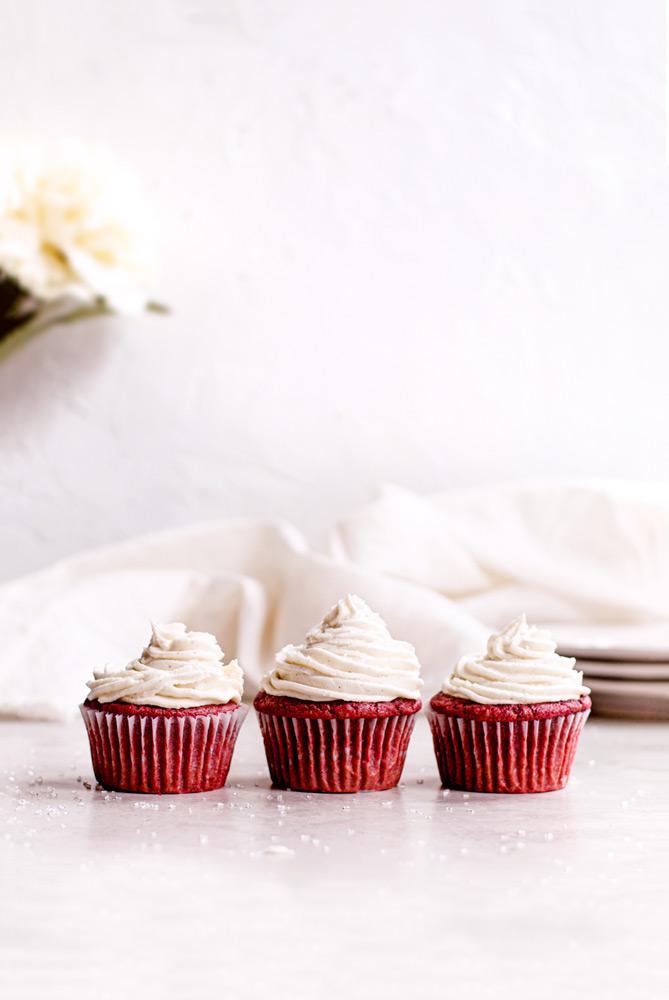 vegan red velvet cheesecake cupcakes