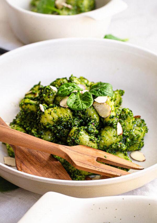 Easy Spinach Pesto Gnocchi (Vegan)