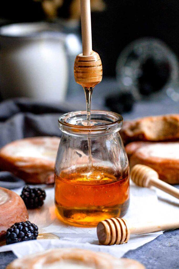 easy vegan honey on stick drizzling into jar