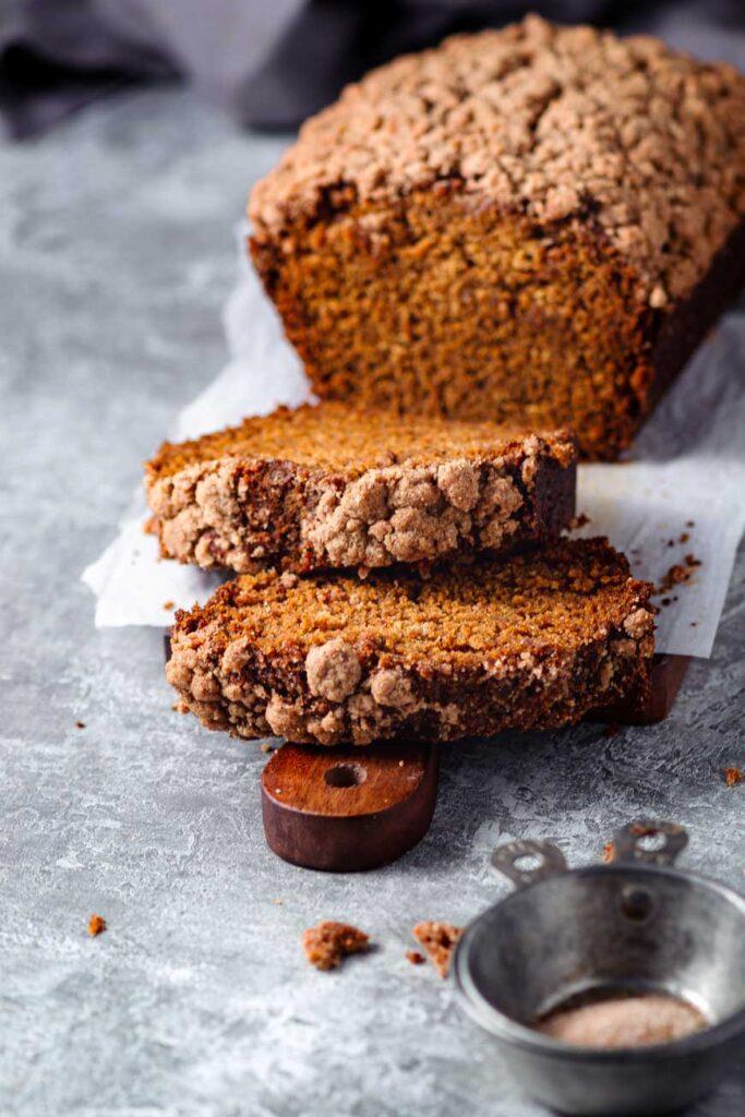 vegan snickerdoodle pumpkin bread sliced